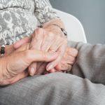 Conseils pour bien s'occuper des seniors à domicile